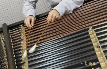 Debut skupiny Bashavel ponúka cimbal, kontrabas, klavír i bicie