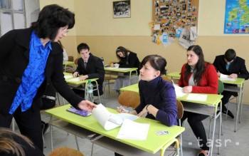V školách začínajú písomné maturity, tento rok ich hodnotia prísnejšie