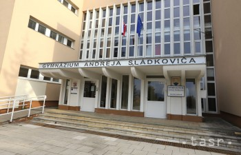 Gymnázium v B.Bystrici nesie meno po A. Sládkovičovi