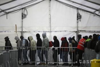 Švédska polícia zadržala osoby podozrivé z prípravy útoku na migrantov