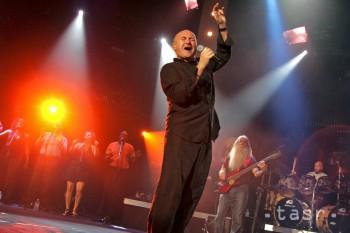 Phil Collins oslavuje 64 rokov