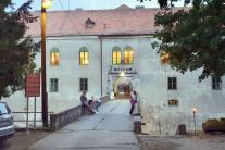 Vchod do Múzea bábkarských kultúr
