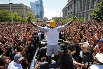 NBA: Obama požiadal hráčov Clevelandu, aby oslavovali s tričkami