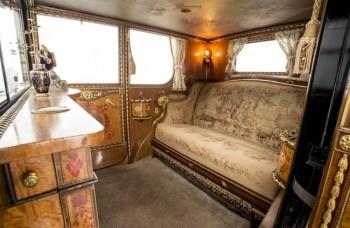 Verte či nie, toto je interiér limuzíny spred 90 rokov