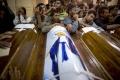 Egyptskí kresťania pochovávali obete piatkového útoku islamistov