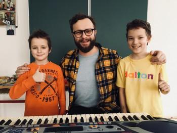 V Klube nadaných detí zložili pesničku s lídrom Komajoty
