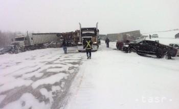 V dôsledku hromadnej nehody je zablokovaná D1 v smere na Prahu