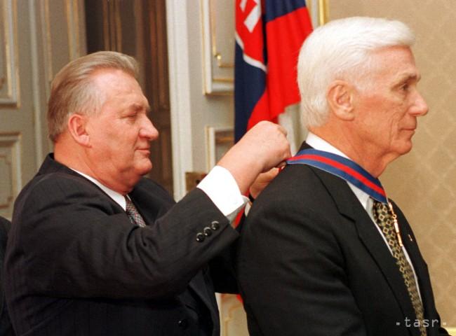 Zomrel kozmonaut Cernan, posledný muž na Mesiaci slovenského pôvodu