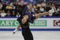 Krasokorčuliari Číny na čele súťaže športových dvojíc