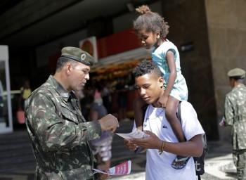 Osvetu o víruse zika pomáha v Brazílii rozširovať 200.000 vojakov