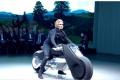 VIDEO: Na motocykel bez prilby a bez ochranného odevu?