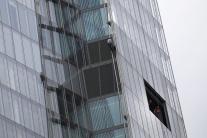 Aktivistky Greenpeace sa pokúšajú vyšplhať na Shar