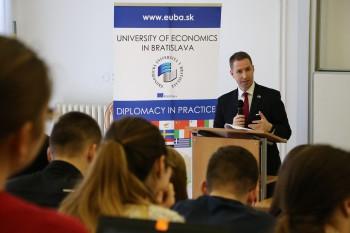 Témou Diplomacie v praxi na EU v Bratislave bol brexit