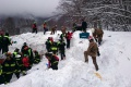 Hasiči zachránili z lavínou zasypaného hotela štyri deti