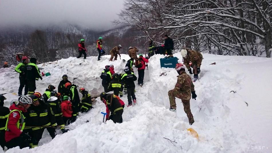 V troskách talianskeho hotela zasypaného lavínou našli ďalšie telo