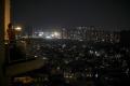 V Indii vyšli na balkóny ľudia so sviečkami v boji proti koronavírusu