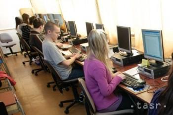 Školy overovali vedomosti žiakov v jesenných e-testovaniach