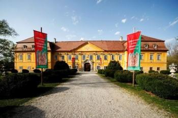 V zámku je pripravená prechádzka históriou, ale aj časť o prírode