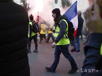 Ulice Francúzska zaplnili tisíce demonštrantov v žltých vestách 6e6e6db85a4