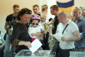 OBRAZOM: Ukrajinci hlasujú v predčasných voľbách