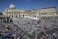Vatikán: Pápež vzdal pred 100.000 pútnikmi hold Jánovi Pavlovi II.