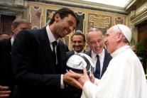 Pápež a futbalisti