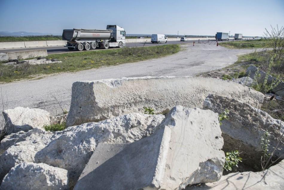 VEĽKÁ DRÁMA: Osobu zavalil panel na Ceste na Senec