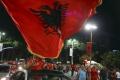 Albánski fans zadymili štadión,Buffon oslávil tisícku víťazstvom
