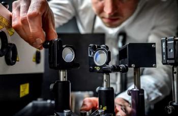 Vyrobili najrýchlejšiu kameru sveta, robí 5 biliónov fotiek za sekundu