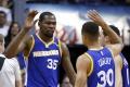 NBA: Curry predĺžil zmluvu s Golden State o päť rokov