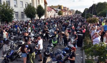 Na Zemplínskej Šírave sa v dňoch 15.-18. augusta 2019 uskutočnil 18. ročník medzinárodného motozrazu Sveta motocyklov. Tento motozraz je najväčším podujatím svojho druhu na Slovensku. Každoročne ho navštívia tisíce motorkárov nielen zo Slovenska. Na snímke motocyklisti na Námestí osloboditeľov v Michalovciach 16. augusta 2019.