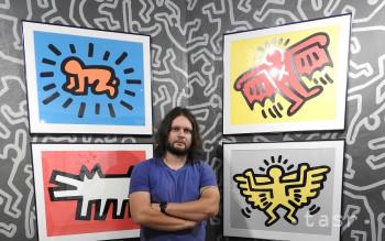 V Medzilaborciach vystavujú súbor diel Keitha Haringa