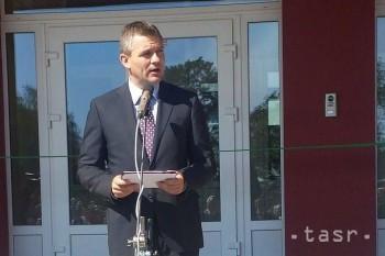 Minister otvorí školský rok na školách, kde sám dral lavice