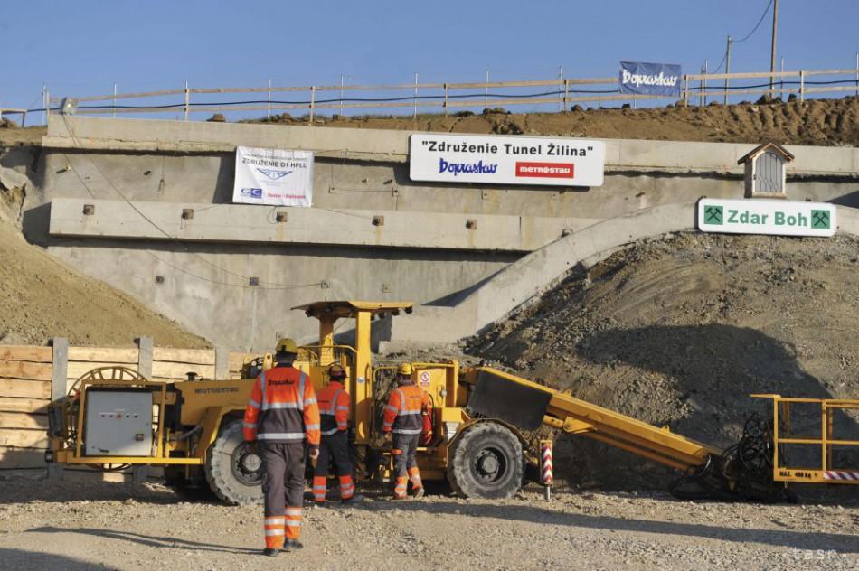Dnes začali raziť diaľničný tunel Žilina dbc6533e907
