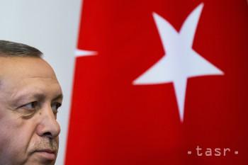 Prezidenta Erdogana postihla v mešite v Istanbule krátka nevoľnosť