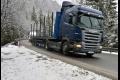 V hornatejších oblastiach Slovenska je cestách čerstvý sneh