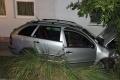 Za volantom osobného auta zomrel v Komárne 68-ročný muž