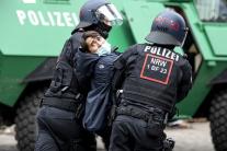 Berlínsky policajti počas zásahu