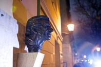 Busta Jozefa Kronera v kine Mladosť
