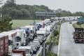 Motoristi smerujúci do južnej Európy musia rátať s dlhými kolónami