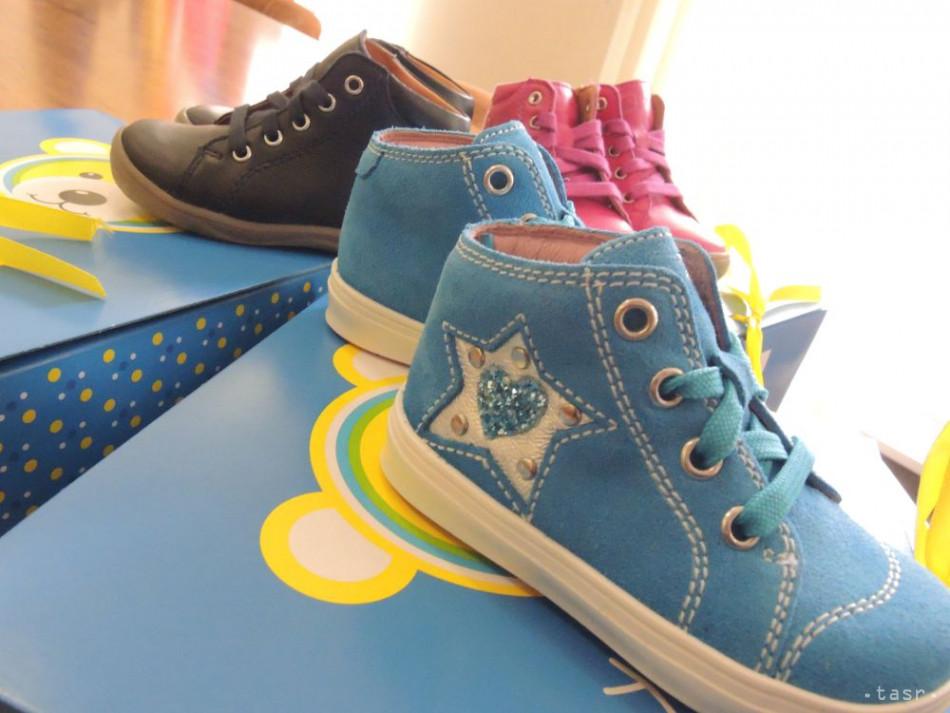 d0c11db3b6 Colníci zhabali falzifikáty značkovej detskej obuvi za 25.000 eur