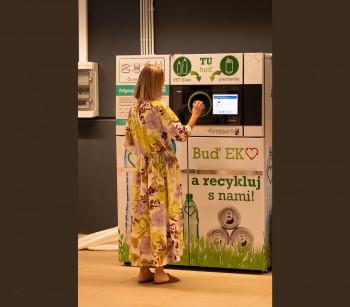 Sieť potravín FRESH Plus spúšťa zálohovanie s prvým recyklomatom