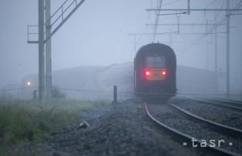 Vo Švédsku sa zrazil osobný vlak s obrneným vozidlom, hlásia zranených