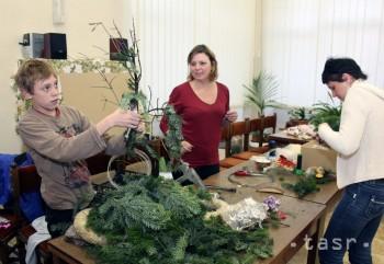 V tvorivej dielni sa deti i dospelí učili vyrábať vianočné ozdoby