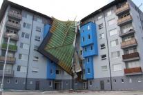 FOTO: Extrémna búrka zasiahla Bratislavu a Záhorie, trhala strechy