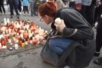 Zapálenie sviečok za učiteľa Jaroslava Budza