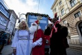 VIDEO: Vianoce v Bratislave spestria dve vyzdobené električky