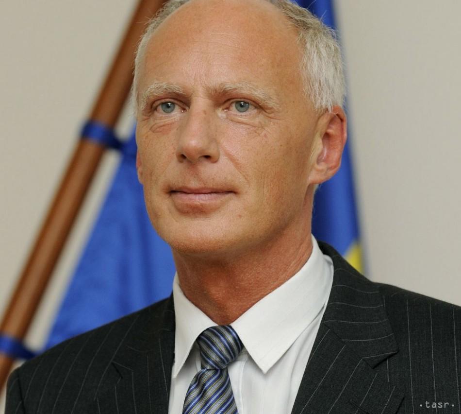2b2447b4564 J. Paška  EÚ by mala zakročiť proti firmám zapojeným do aféry PRISM