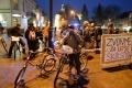 Štrajkujúci učitelia sa v Košiciach previezli na bicykloch