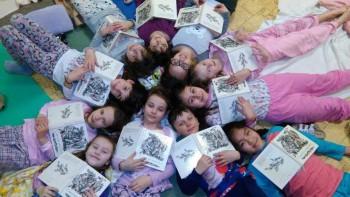 Pyžamové čítanie na Hradnej je pre deti zážitkom